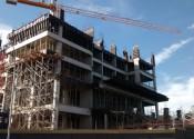 17/05/19 - Vista externa lateral do edifício, durante a execução dos pilares do 4° pavimento.