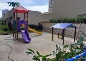 17/01/20 - Vista dos brinquedos do playground