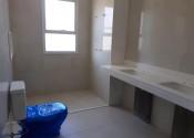 30/06/20 – Vista do banheiro da suíte apartamento modelo (21°).